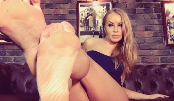 Foot Findom on AllAboutLegsX